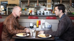 loop2 300x168 Willis and Gordon Levitt in LOOPER