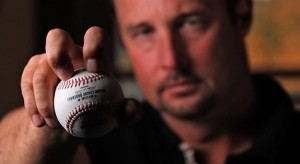 knuck2 300x164 Tim Wakefield in KNUCKLEBALL